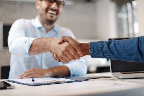 GmbH mit Schulden schließen